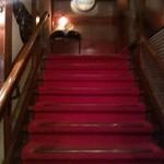 横浜うかい亭 - 2Fへの階段。