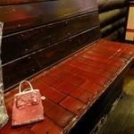 エミール・パコ - 店内 椅子も赤で可愛い