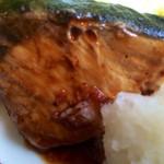 レストラン大博 - ブリの照り焼きアップ。