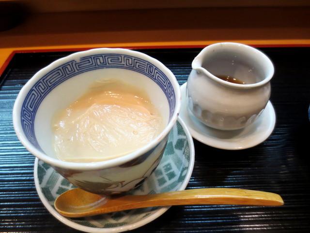 祇園ゆやま - ①胡麻豆腐。
