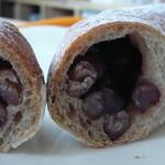 チクテベーカリー - 豆バゲット断面