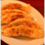 たわらや - カリッと焼かれ、しっかりとした味わいの餃子
