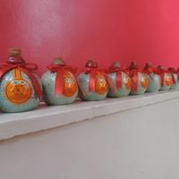 貴陽楼-階段のところに飾られている紹興酒