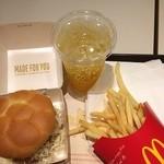 マクドナルド - 頑張れ、日本! JAPANミンチカツバーガーいただきます☻