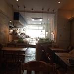 パプリカ食堂ヴィーガン - 店内の1番奥に座ってパチリ♥︎