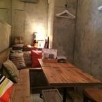 パプリカ食堂ヴィーガン - 一番奥のテーブル席コーナー