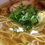 金久右衛門  - 金醤油らーめん 細麺のカタ麺 670円