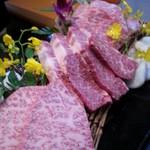 28452702 - 肉の甘味が感じるぐらいの和牛盛り