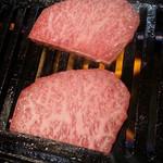 28452747 - お箸で切れるほどのやわらかで上質の和牛です