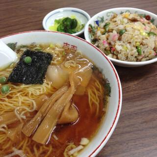 食堂 多万里 - 半チャーハン・ラーメンセット・800円
