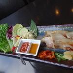 28455072 - 彩り野菜のサムギョプサル定食のメインの皿