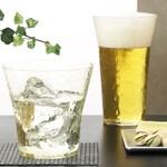 鉄板焼 天 本丸 - ほとんどのドリンクは、軽くて、手に馴染むグラスを使用しております。飲み口も薄造りのため、美味しさ倍増◎