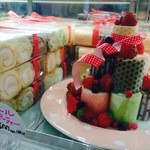 ロールアンドシュー - ロールパーティーは、一口サイズのロールケーキ。6種類の味が楽しめます☆パーティーシーンなどにオススメ!贈り物として地方発送の依頼も多い商品です!