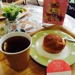 ロールアンドシュー - イートインスペースでは、ゆっくりコーヒー・紅茶が1杯100円で頂けます。