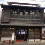 福田屋 - 歴史を感じる外観です