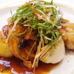 古月 - 鯉と石川芋と新ペコロスの炒め物