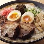 めんくいや - 料理写真:厚切り炙りチャーシューメン ガッツリ贅沢にお肉です!