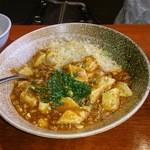 中華料理 頤和園 - 麻婆炒飯(写真はシングル 880円)