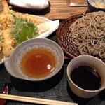 そば打ち 松林 - 十割蕎麦と天ぷら盛り合わせ。1830円。かなりいい感じです。
