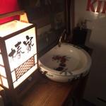 ツバキハウス - 餃子BAR、一階の手洗い場です(^ν^)