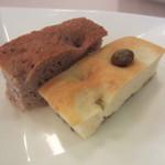 マジカメンテ ビバッコ - セミドライ巨峰と旬豆を使った2種の自家製パン
