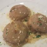 マジカメンテ ビバッコ - パスタ ラヴィオリ 炭火焼にした豚肉とアマレッティの詰め物