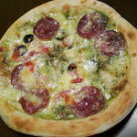 チーズショップ アレクリア - バジルとサラミのピザ