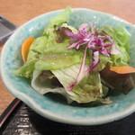 28470856 - 先ずはサラダをいただきます、サラダは野菜のみのミニサラダです