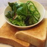 CAFE EST - ランチCセット:お食事ご注文のお客様・サラダ小+トースト+セットドリンクで+300円(土日は+400円)