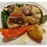 トラットリア アッカ - サービスランチのメイン・・鶏のグリル。普通に美味しいそうです。