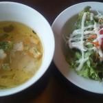 28477029 - ランチのサラダとスープ
