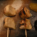 焼とりの八兵衛 - カマンベールチーズの炭火焼き(2本)¥680(フルーツソースで)