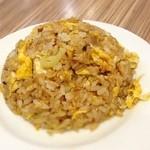 藤九郎 - ミニチャーハン  ミニよりもだいぶ量はありましたが、 それでももっと欲しかった。 味付も油のコーティング加減もかなり好み(^o^) ここ最近で食べたチャーハンでベストかも。