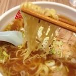 藤九郎 - ワンタンメン:麺リフト
