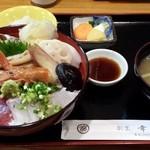 28486881 - 煮穴子入り海鮮丼(1000円ランチ)