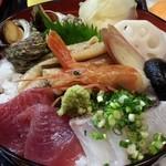 28486901 - 煮穴子入り海鮮丼のアップ