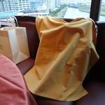 ホテルオークラ レストラン横浜 中国料理 桃源 - 手荷物にかけられるクロス