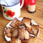 めんくいや - おつまみチャーシュー 少し暖めてから焼き肉等に使う、甘辛いタレをかけています 人気のサイドメニューです