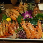 うな富士 - これが噂の「海老盛り」2600円です。右下から時計回りに、ホッカイシマエビ、甘エビ、アカシャエビ、シャコ、ボタンエビ・・・でしょうか?