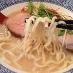 島田製麺食堂 - 鶏骨そばバージョン5<麺大盛り無料>(800円)麵リフト