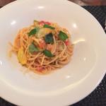 トラットリア ラ・ヴォーチェ - サービスAランチ(¥900)の完熟トマトとズッキーニのトマトソース
