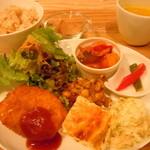 シューズキッチン - Shu's lunch set850円♪有機野菜のスープ、野菜デリ4種、日替わりメイン、デザート&ピクルス