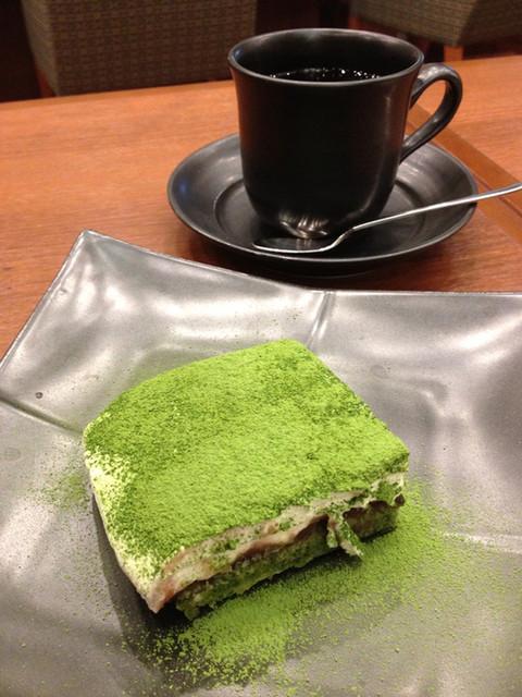 丸の内 CAFE 会 - ケーキにドリンクは+350円