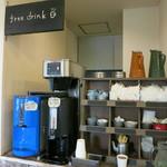 28507788 - 珈琲(ホット・アイス)はパン購入の人なら無料!