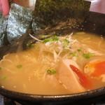 炭焼き 大 - 濃厚鶏スープ!