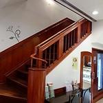 梅月堂カフェ - 階段で2階に上がります
