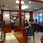 梅月堂カフェ - 2階が「梅月堂カフェ」です