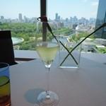 28513787 - シャンパンで乾杯
