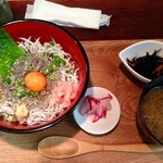 28516322 - 二色丼(一品/味噌汁/漬物付き) 1100円