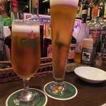 28519247 - 名物 でっかい生ビール カールスバーク生ビール:600円+オランダ産/カールスバーク生ビール中:500円('14.06月)